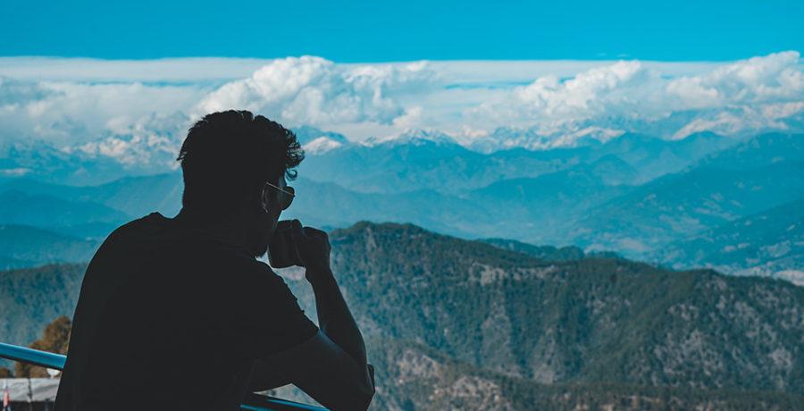 Man ser ut över Himalayas bergskontur
